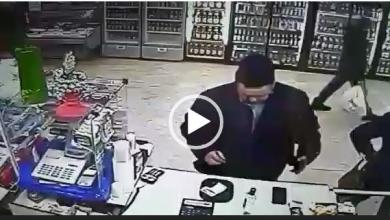 Photo of Находчивая женщина украла телефон прямо из-под носа владельца (видео)