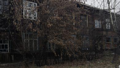 Photo of В центре города в заброшенном доме живет одинокая женщина-инвалид
