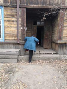 Ольга Майборода считает, что в ее жизни было две беды: болезнь, приведшая к инвалидности, и наводнение. Сейчас эта женщина живет одна в многоквартирном доме