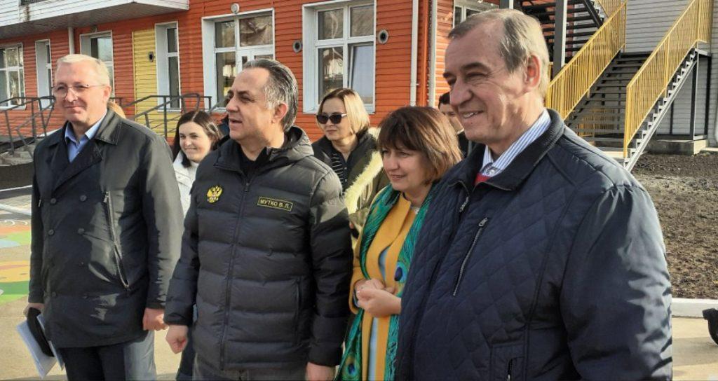 Вице-премьер Правительства РФ Виталий Мутко и губернатор Иркутской области Сергей Левченко в ходе рабочей поездки в Нижнеудинск