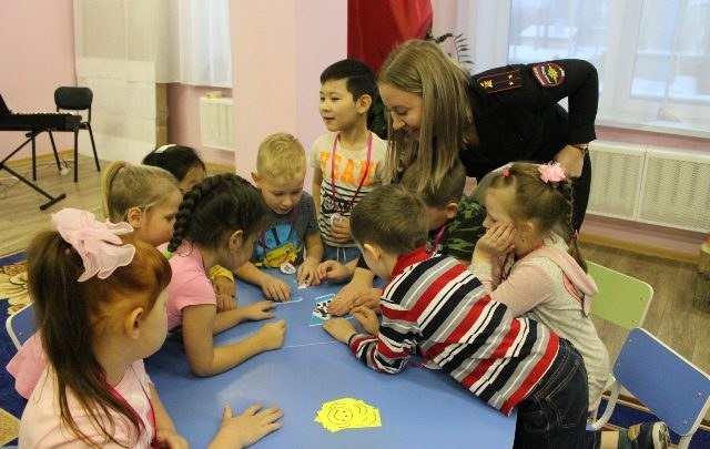 В Нижнеудински сотрудники гаи провели викторину для дошколят